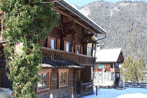 Chalet Down Town Lodge